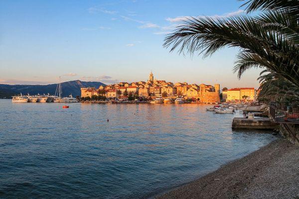 panorama miasta Korčula - 7 najlepszych wysp Chorwacji - piaszczyste plaże wysp Kvarneru i Dalmacji