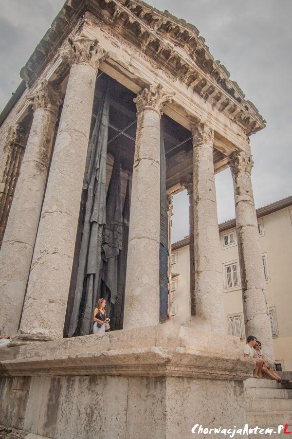 świątynia Oktawiana Augusta w Puli, Istria