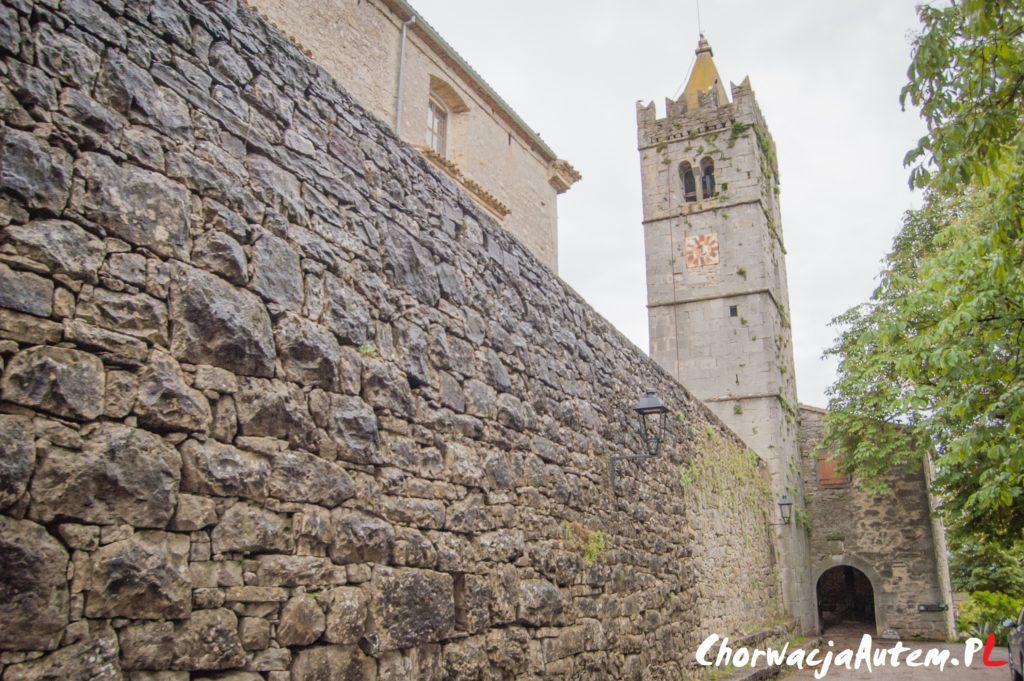 Hum, najmniejsze miasto na świecie, mury obronne