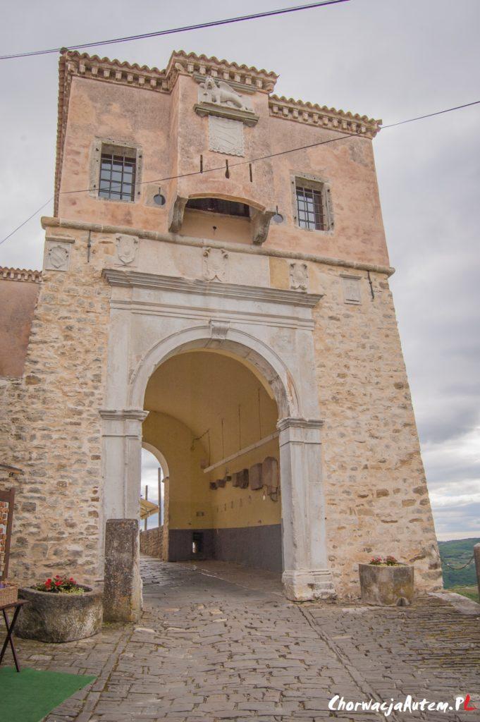 Motovun co zobaczyć, atrakcje, brama miejska