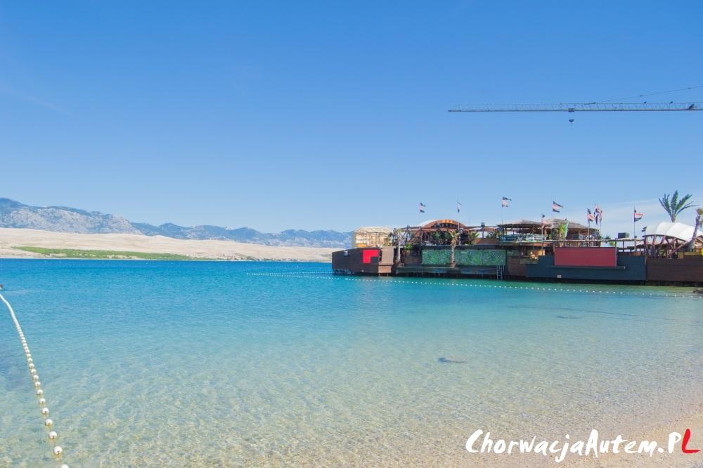 plaża Zrce, chorwacka Ibiza, imprezowa plaża, koło Novalja