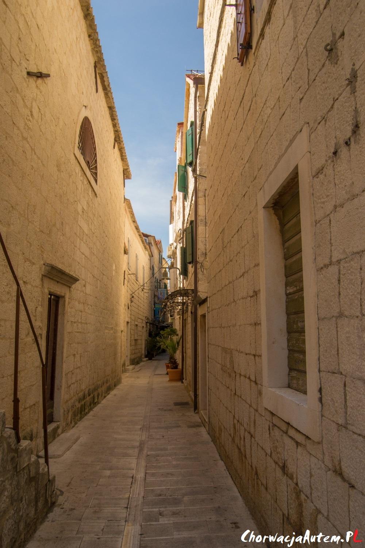 klimatyczne uliczki w Trogirze