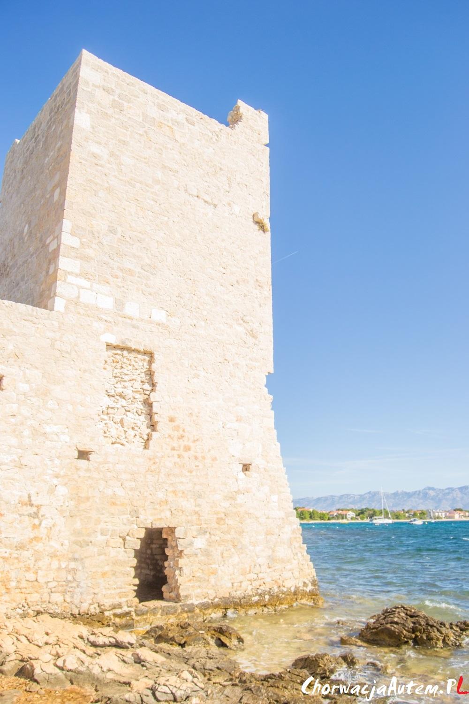 forteca wyspa Vir wejście